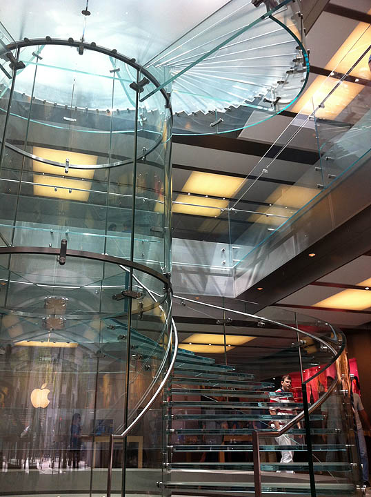 http://files.saabnet.ru/pics/apple-store-inside.jpg