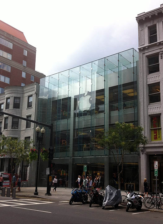 http://files.saabnet.ru/pics/apple-store-outside.jpg
