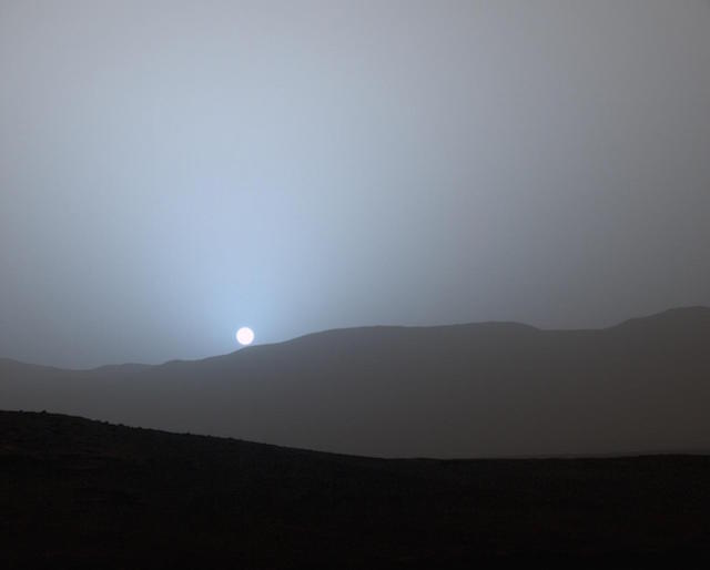 http://files.saabnet.ru/pics/mars-rover-curiosity-sunset.jpg